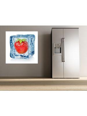 Foto behang ijsblokje met aardbei voorbeeld